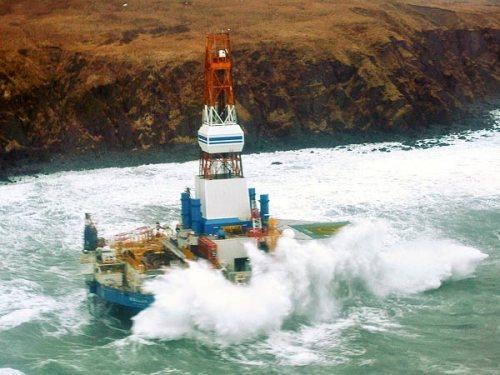 energy-kulluk-oil-rig-runs-aground-alaska-wreck_62757_600x450